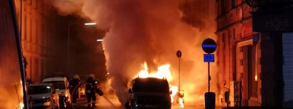Sieben Autos in Bockenheim in Flammen