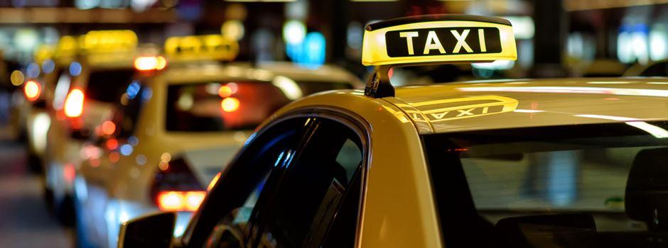 Taxifahrer will jungem Mann helfen und wird verprügelt