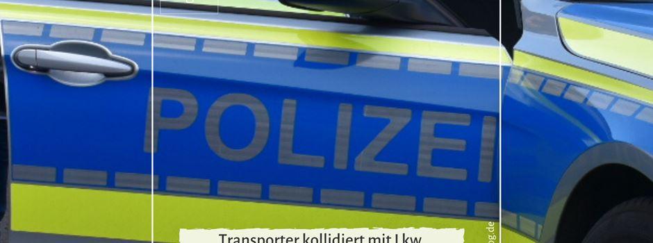 Transporter kollidiert mit Lkw - Ein Schwerverletzter