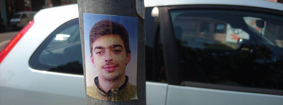 Unbekannter plakatiert Frankfurt mit seinem Gesicht