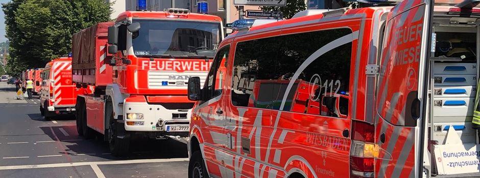 Atembeschwerden: Feuerwehr rettet 13 Personen aus Gebäude