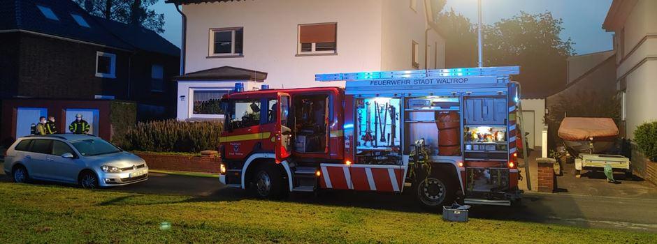 Lauter Knall und Qualm aus der Garage: Feuerwehr-Einsatz am Ostring