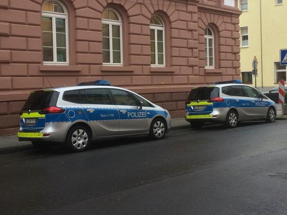 Autofahrer (23) flüchtet vor Polizei - und verursacht Unfall