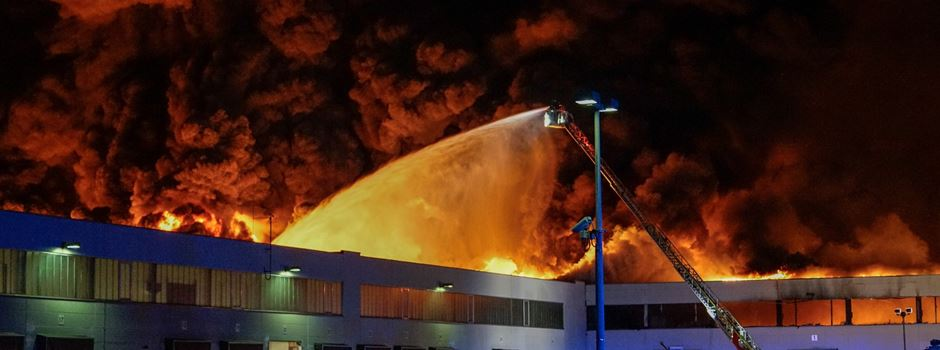 Großbrand einer Lagerhalle in Groß-Gerau