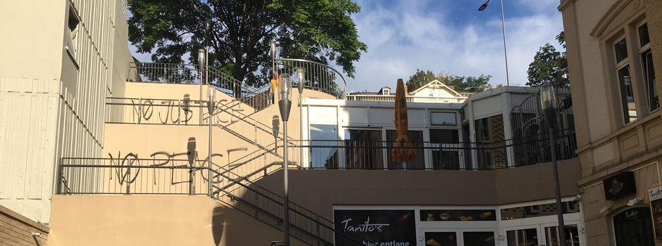 Schriftzug an neuer Treppe am Coulinparkhaus aufgetaucht