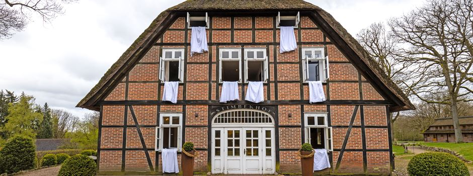 Hotels, Pensionen, Gaststätten: Protest mit weißen Laken und Tischdecken