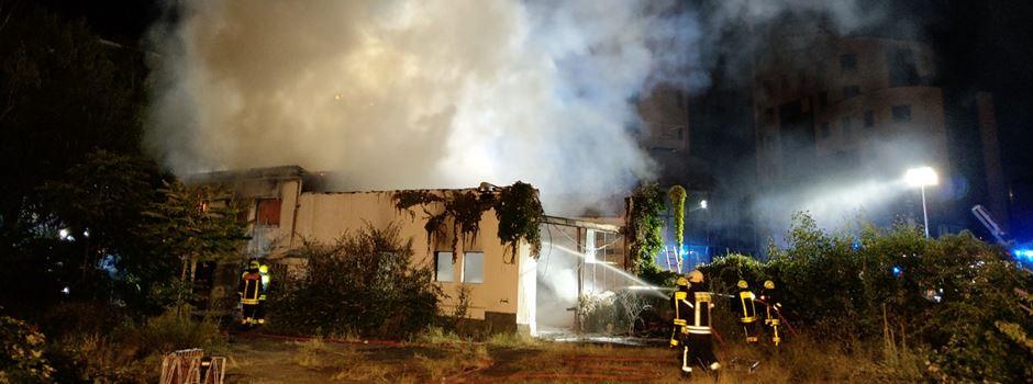 Flammen auf Baustelle in Niederrad