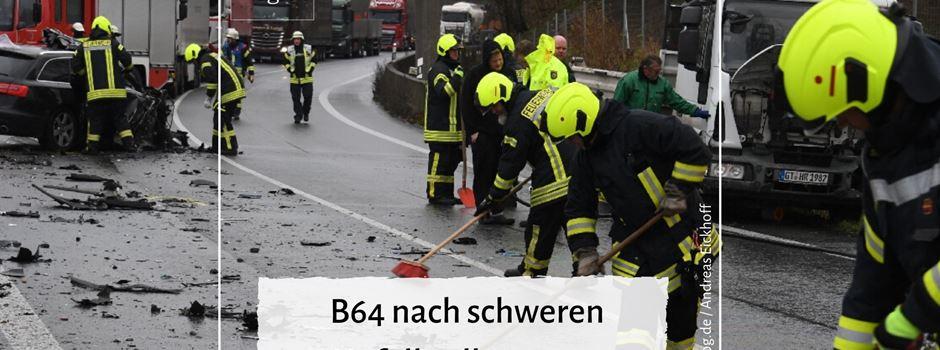 B64 nach schweren Unfall voll gesperrt