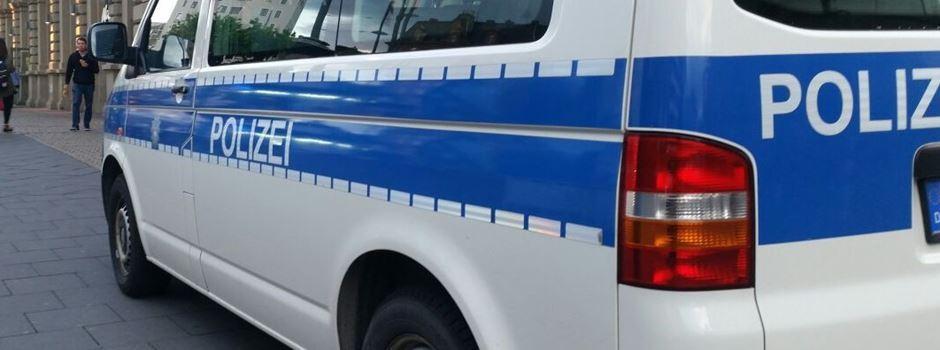Fahrkartenkontrolleurin zu Boden geworfen und verletzt