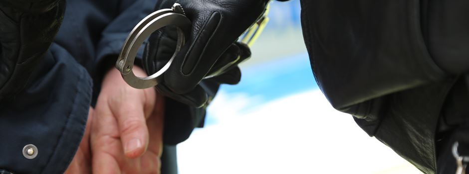 Nach Tankstellenüberfall in Bispingen: Polizeibeamte verhaften Verdächtigen