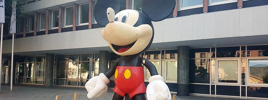 Unbekannte beschädigen Micky Maus-Figur in der Großen Bleiche