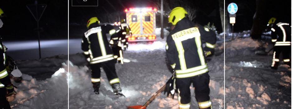 Feuerwehr hilft festgefahrenem Rettungswagen