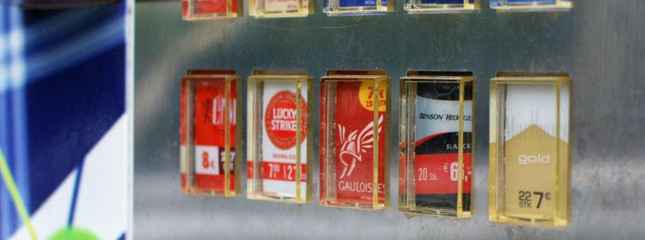 Diebe klauen kompletten Zigarettenautomaten