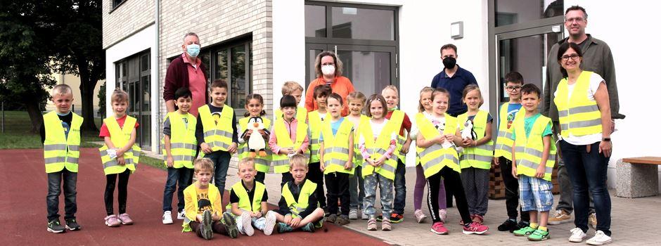 Verkehrssicherheit: Warnwesten für Niederkasseler Erstklässler