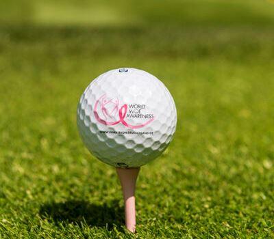 Brustkrebs-Früherkennung: Golf im Zeichen der pinkfarbenen Schleife