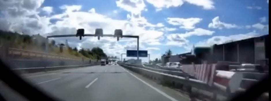 Schock-Moment: Sicherheitsschranke kracht gegen Auto