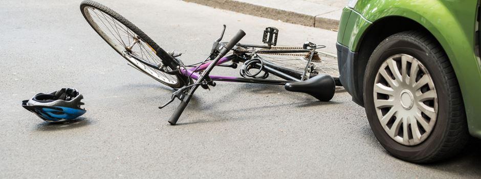 Autofahrerin fährt absichtlich Fahrraddemo-Teilnehmer um