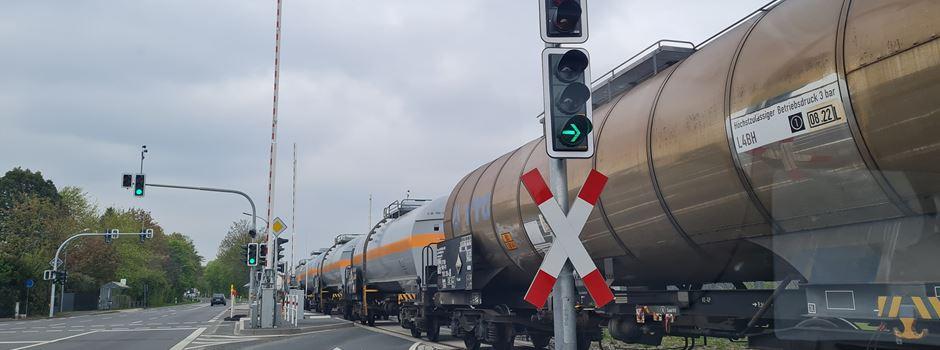 Rätsel um geöffnete Bahnschranken in Mondorf
