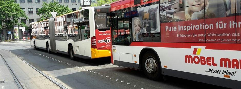 Bus und Bahn: Wer macht die Lautsprecheransagen?