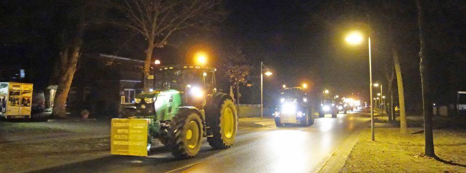 Protest mit langen Traktor-Korsos