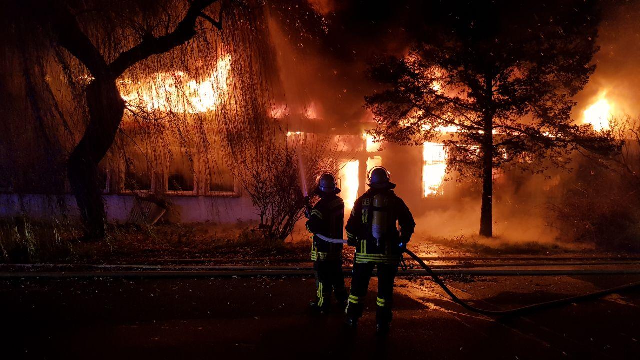 Großbrand in Mombacher Industriegebiet- MCV-Halle gerettet
