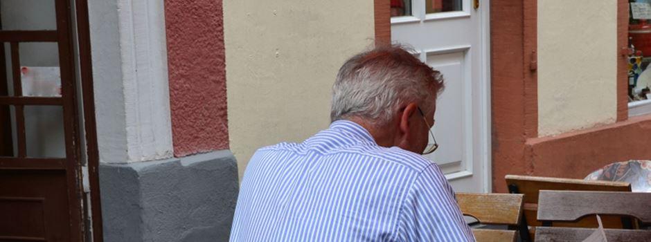Senioren zwischen Mini-Rente und steigenden Mieten gefangen
