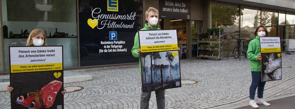Verkauf von Billigfleisch: Greenpeace protestiert vor Edeka in Augsburg