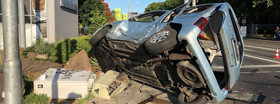 Drei Schwerverletzte bei Unfall an Kreuzung