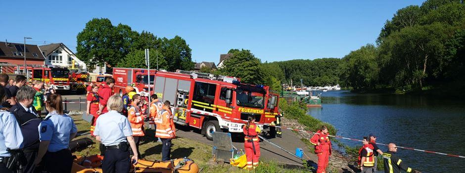 Geborgener Insasse des PKW aus dem Rhein in Krankenhaus verstorben