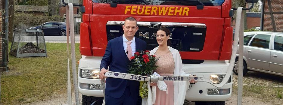 Hütchen, Helme, Hochzeitsfieber: Feuer und Flamme für Ehe