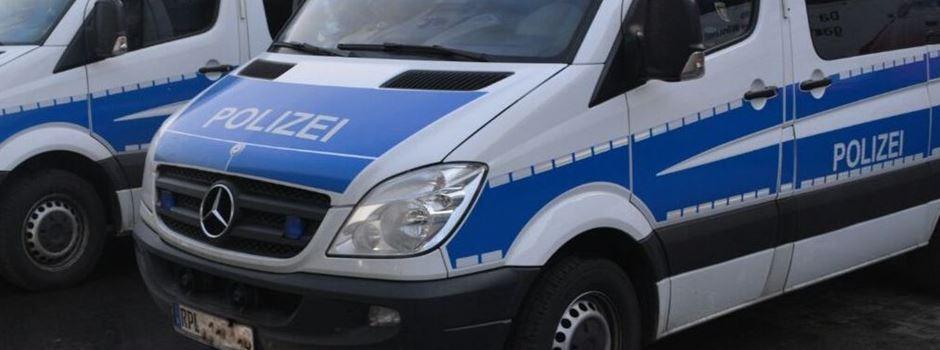 Mann stellt Polizisten ein Bein und schlägt ihn