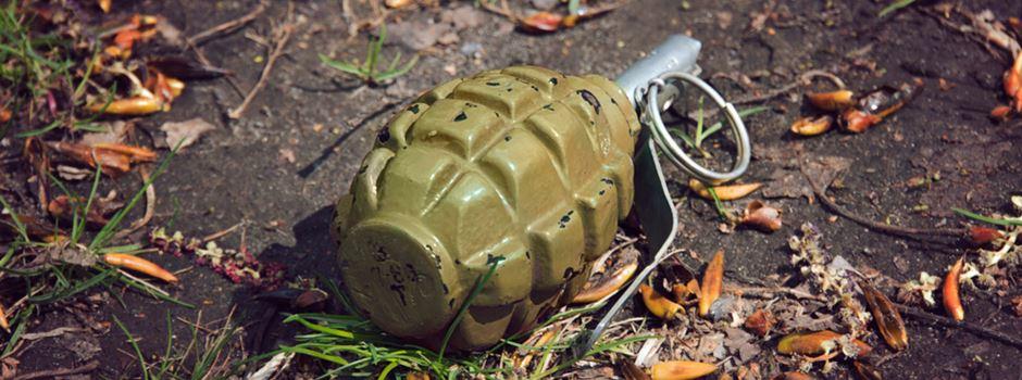 Spaziergänger entdeckt Handgranate im Feld