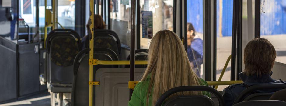 Zu laut telefoniert: Streit unter Frauen im Bus endet mit Schlägen