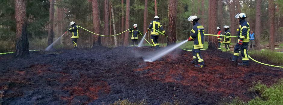 Wald brennt hinter der Klinik