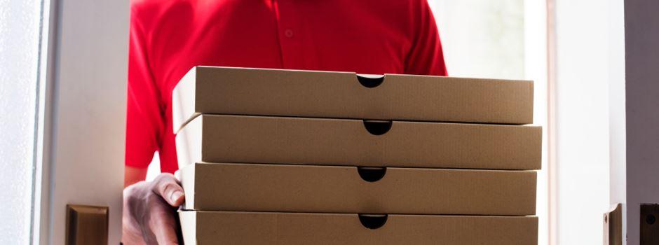 Pizzabote in Hinterhalt gelockt