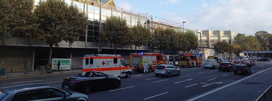Einsatz von Polizei und Feuerwehr an Mainzer Rheingoldhalle