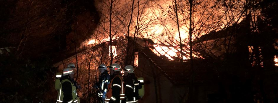 Historische Mühle brennt bis auf die Grundmauern nieder