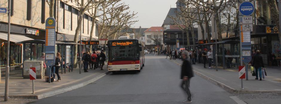Rollstuhlfahrerin wird von Bus mitgeschleift