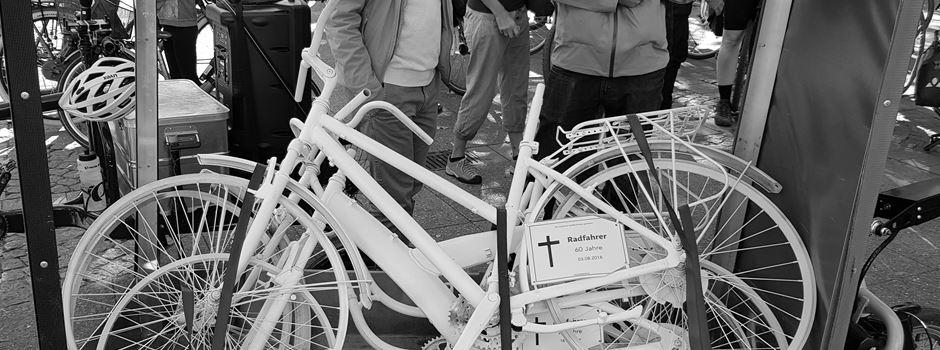 """""""Ghost Bikes"""" in Frankfurt erinnern an tote Radfahrer"""