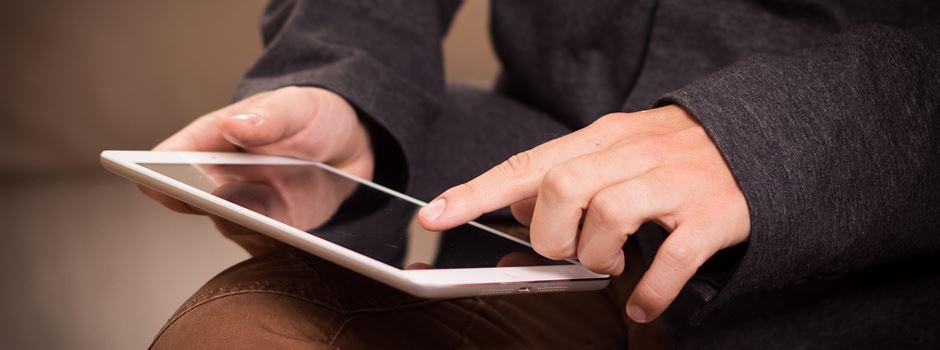 Senioren helfen Senioren: Fit am Tablet