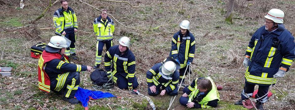 Schweißtreibender Einsatz: Feuerwehr rettet jungen Mann aus Bunkerruine