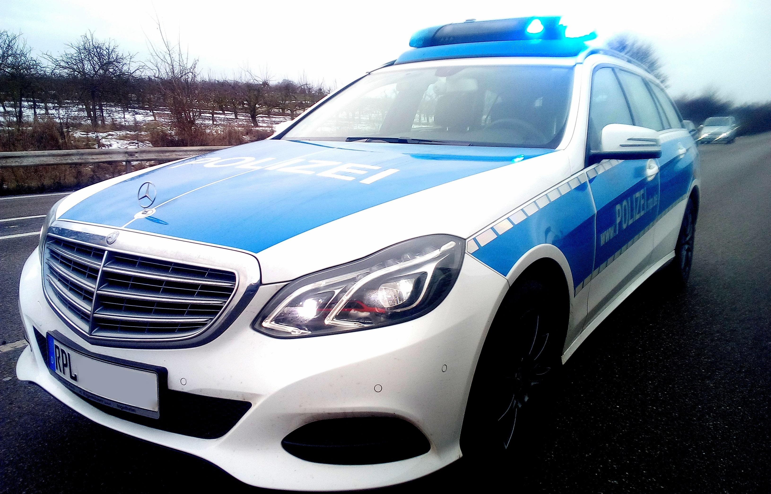 72-Jähriger kommt in falscher Bundeswehruniform zu Prozess um Urkundenfälschung