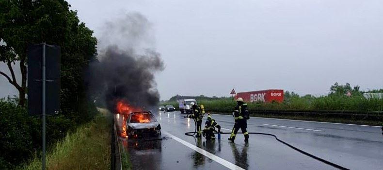 Auto brennt auf A66 aus