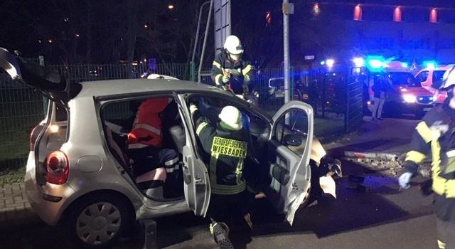 Mehrere Personen bei Frontalzusammenstoß in Dotzheim verletzt