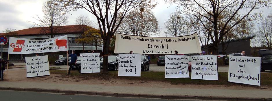 """Demo gegen Corona-Politik vor KGS: Lehrkräfte """"haben die Nase voll"""""""