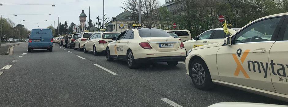 Angst vor Uber: Taxifahrer demonstrieren erneut in Wiesbaden