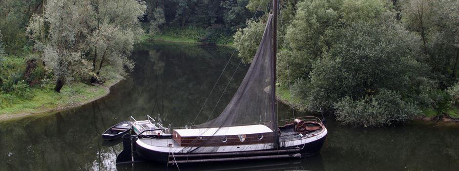Der bekannte Aalschokker im Sieg-Altarm wird zum Museumsschiff
