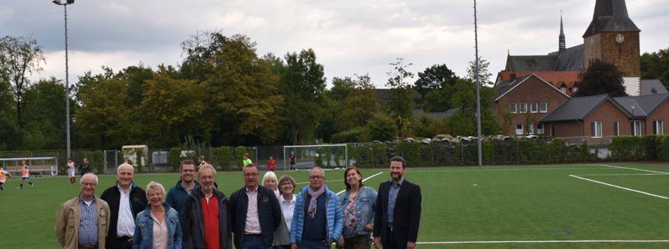Neuer Kunstrasenplatz am Waldstadion offiziell übergeben