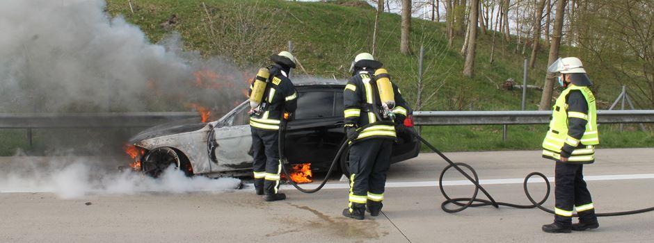"""PKW-Brand auf der Autobahn und """"Notfall"""" hinter verschlossener Tür"""