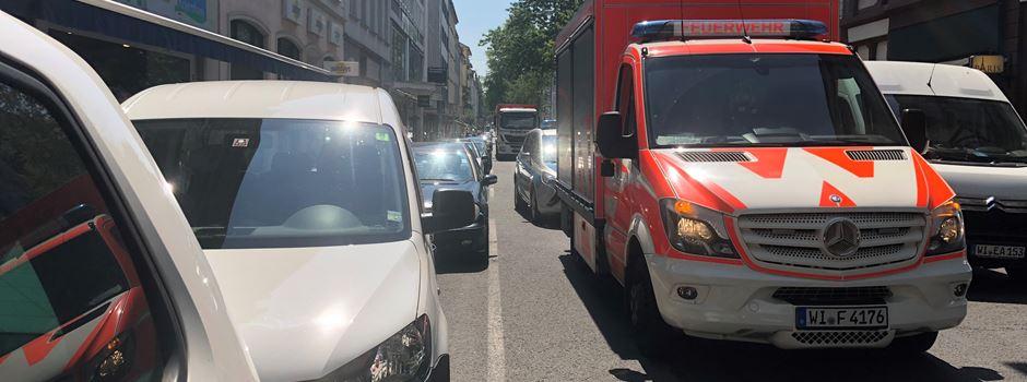 Update: Feuerwehr schlägt Autoscheibe ein, um Hunde zu befreien